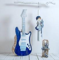 Χειροποίητο σετ βάπτισης για αγόρι My electric guitar by Elena Manakou. Το σετ αποτελείται από κουτί - κιθάρα, λαμπάδα και λαδοσετ. Μια εντυπωσιακή και ξεχωριστή πρόταση για βάπτιση για τον μικρό σας ροκ σταρ.