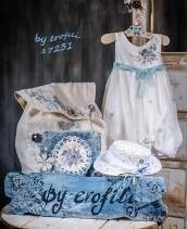 """Χειροποίητο βαφτιστικό φόρεμα 17231 από την σειρά """"girls collection spring summer 2017"""" του οίκου Ερωφίλη. Βαπτιστικό λινό φόρεμα με ζωγραφιστό λουλούδι σε απαλή γαλάζια απόχρωση και διακοσμημένο με τούλινη ζώνη. Συνδυάζεται με ψάθινο καπέλο. Η ζωγραφιά είναι στο χέρι και μπορεί να γίνει σε όλους τους χρωματισμούς."""
