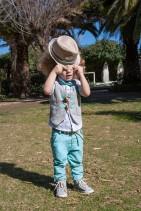 Bambolino βαπτιστικό σετ για αγόρια σε χρώμα γκρι και μέντα.  Μοντέρνο σετ για αγοράκι στο χρώμα το γκρι και στο χρώμα της μέντας. Το σετ περιλαμβάνει λινό παντελόνι διακοσμημένο με κουμπάκια  στο χρώμα της μέντας. Βαμβακερό πουκάμισο λευκό εμπριμέ με ζαράκια και γιλέκο σε χρώμα γκρι.