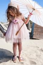 Bambolino βαπτιστικό φόρεμα από τούλι και δαντέλα με υφασμάτινο λουλούδι στη μέση.  Βαφτιστικό φόρεμα από τούλι και λεπτομέριες από δαντέλα σε απαλό ροζ, διακοσμημένο με υφασμάτινο λουλούδι στη μέση. Το φόρεμα  διατίθεται με μπαντάνα για τα μαλλιά.