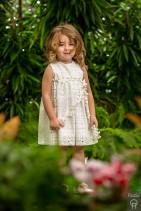 Βαπτιστικό φόρεμα Radu από κοφτό ύφασμα σε λευκό χρώμα.  Βαπτιστικό φόρεμα Radu από κοφτό ύφασμα σε λευκό χρώμα. Ο τύπος υφάσματος ονομάζεται broderie anglaise και χρησιμοποιείται για να δώσουμε ένα πιο minimal και διαχρόνικο ύφος, συνδυάζεται με το ασσορτί μπολερό του. Τα πέδιλα που θα ολοκληρώσουν την εικόνα είναι τα αρχαιοελληνικά δερμάτινα σε ροζ χρυσό, χρυσό ή ασημί.