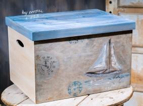 Βαπτιστικό κουτί ντουλάπα για αγόρι 113 by erofili.  Χειροποίητο κουτί βάπτισης ξύλινο με αποθηκευτικό χώρο. Ζωγραφιστό στο χέρι σε θέμα θαλασσινό. Συνδυάζεται με την αντίστοιχη λαμπάδα. Στο κατάστημα μας θα βρείτε μεγάλη συλλογή από βαφτιστικά υψηλής ποιότητας και αισθητικής, λαδοσετ, μαρτυρικά, ευχολόγια, λαμπάδες μπομπονιέρες και ότι άλλο μπορεί να χρειαστείτε για την βάφτιση.