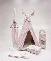 """Βαπτιστικό κουτί για κορίτσι """"girl teepee"""" by Elena Manakou  Χειροποίητο ξύλινο κουτί βάπτισης """"girl teepee"""" σκηνή διακοσμημένη με ροζ ύφασμα και λευκές δαντέλες συνδυάζεται με την αντίστοιχη λαμπάδα και όλα τα αξεσουάρ της βάπτισης, λαδοσετ, βιβλίο ευχών, κουτί μαρτυρικών."""