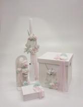 """Βαπτιστικό κουτί για κορίτσι """"Unicorn"""" by Elena Manakou  Χειροποίητο ξύλινο κουτί βάπτισης """"Μονόκερως"""", ζωγραφισμένο στο χέρι σε παλ ροζ και χρώμα της μέντας, διακοσμημένο με λουλουδάκια και τούλι, , συνδυάζεται με τη λαμπάδα και τα αξεσουάρ βάπτισης."""