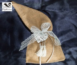 μπομπονιέρα πουγκί από λινάτσα δεμένη με δαντέλα